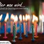 Lustiger Geburtstagsspruch über das Alterwerden mit vielen Kerzen auf Kuchen