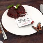 Geburtstagskarte mit Erdbeeren und Schokolade zum Geburtstag
