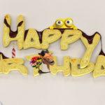 Happy Birthday in 3D-Keksschrift mit Figuren